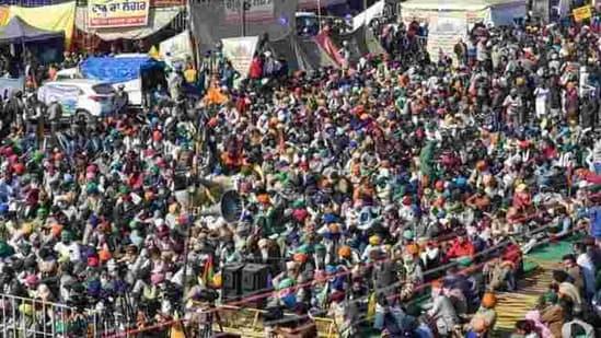 Farmers protesting against the new farm laws at Kundli border in Sonepat(PTI Photo)