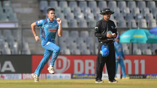 Arjun Tendulkar, Sachin's son, gets maiden wicket on Mumbai debut in Syed Mushtaq Ali Trophy, video goes viral