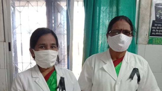 Odisha health workers who under the banner of Odisha State Male and Female Multipurpose Health Workers'/Health Supervisors' United Association.(HT Photo)
