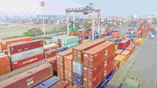 Imports expanded 7.56% last month, the first time in 10 months, while exports grew 0.14%—leaving a trade deficit of $15.44 billion, according to data released by the commerce ministry on Friday.(Bloomberg)