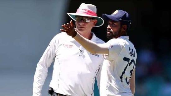 Mohammed Siraj complaining about a racial attack to umpire Paul Reiffel at the SCG(Getty Images)