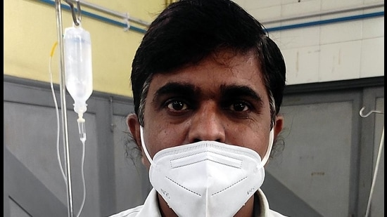 Vasant Govindrao Kulkarni, a ward boy at Rukminibai civic hospital, Kalyan, was infected with the virus in August and was admitted for 12 days. (Rishikesh Choudhary/HT photo)