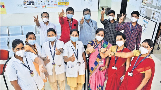 TMC health workers show victory sign on Day 1 of vaccination at Ghodbunder Road civic hospital in Thane. (Praful Gangurde/HT photo)
