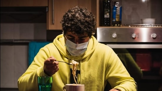 The big challenge for those riding to work and elsewhere is how to get a meal-on-the-go into the masked mouth. The catch – without being caught on CCTV cameras at crossings and inviting challans. (Shutterstock)