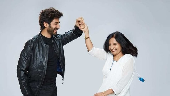 Kartik Aaryan with his mother.