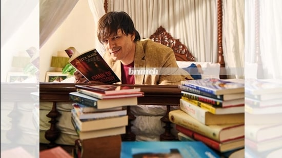 Vivek Oberoi reads in his bedroom in Mumbai during the photoshoot for this column (Prabhat Shetty)