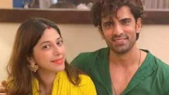 Mohit Malik tested coronavirus positive while his wife is safe.(Instagram)