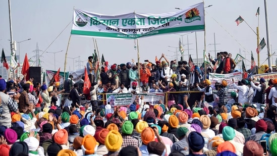 Farmers demonstrate during the nationwide strike called by Farmers' Unions at the Delhi-Ghazipur border, in New Delhi. (ANI Photo)