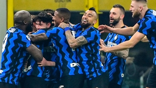 Inter Milan's Chilean midfielder Arturo Vidal (C) and teammates celebrate after scoring their second goal during the Italian Serie A football match Inter vs Juventus on January 17, 2021 at the San Siro stadium in Milan. (Photo by MIGUEL MEDINA / AFP)(AFP)