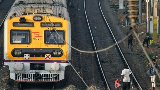 Fire force personnel said halting of the train in time averted a major blaze as the fire did not spread to other coaches.(Shashi S Kashyap/ HT PHOTO ARCHIVES/For Representative Purposes Only)