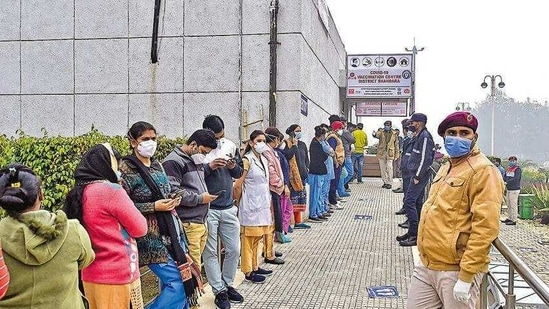 Health care workers queue up to get vaccinated at Rajiv Gandhi Super Speciality Hospital in New Delhi on Saturday.( )
