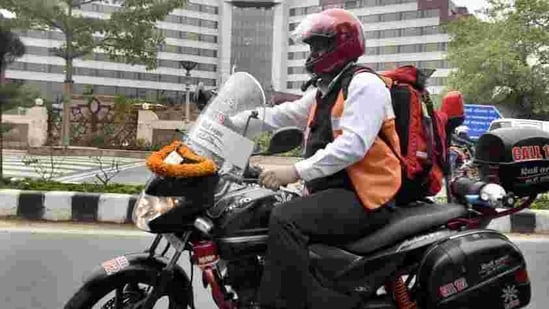 The ambu-bikes are equipped with kits, three beacons - two in front, one at the rear - a a siren and a GPS-enabled tablet.(Sonu Mehta/HT Photo)
