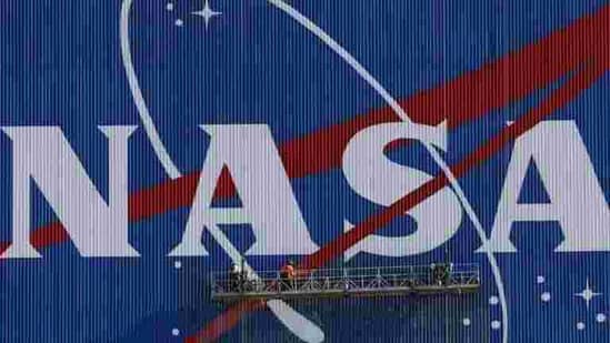 Painters refurbish the NASA logo on the Vehicle Assembly Building at the Kennedy Space Center in Florida.(AFP)