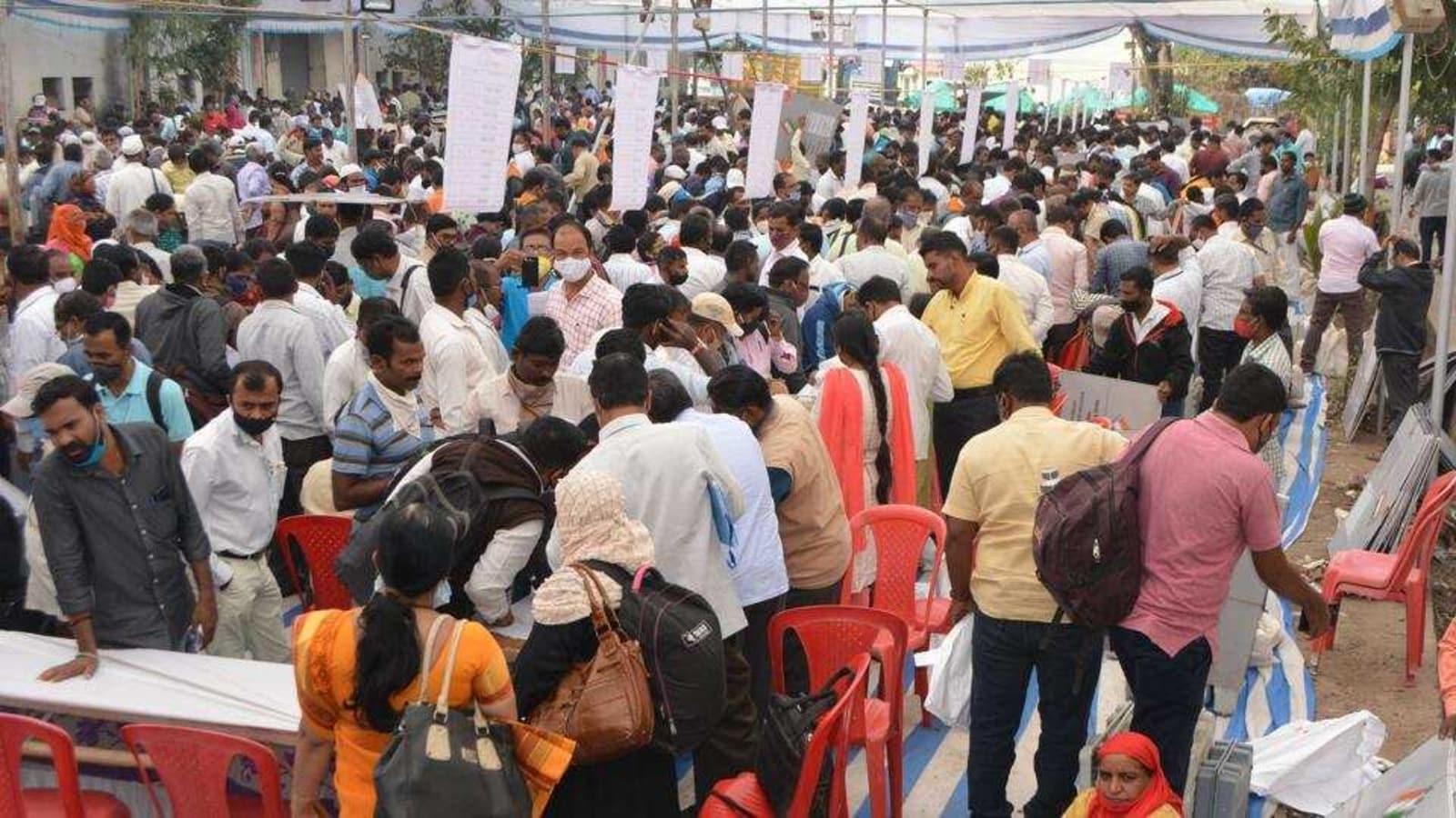 Maharashtra Panchayat Election Results 2021 Live: Shiv Sena, BJP neck to  neck with 390 panchayats each | Hindustan Times
