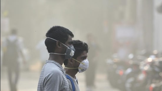 (Representative image) The demolition drive is part of ongoing efforts to curb emissions from Kalbadevi processing unit chimneys. (Biplov Bhuyan/HT PHOTO)