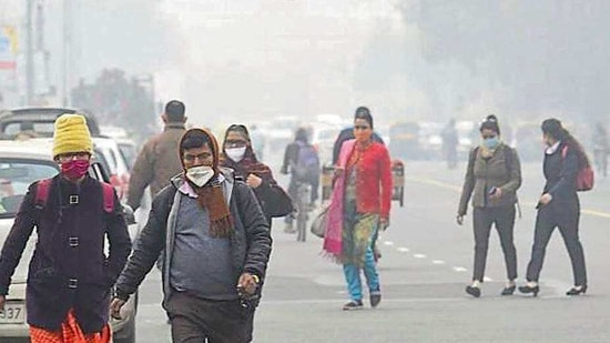 Delhi's minimum temperature rose to 9°C on Monday, from 5.2°C a day earlier.(Arvind Yadav/ HT Photo)
