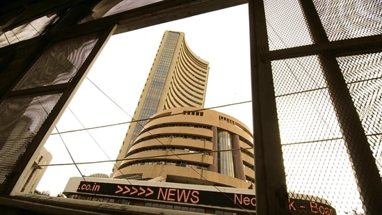 Foreign portfolio investors bought $2.44 billion worth of Indian stocks in January ht(MINT_PRINT)