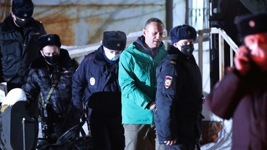 Opposition leader Alexei Navalny has returned to Russia, despite having been the victim of an attempted killing,(Reuters)