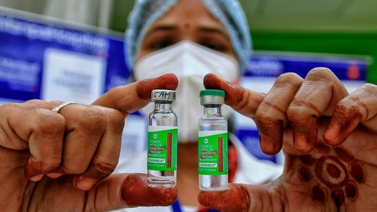 To ensure fewer doses are wasted each day, many centres started walk-in vaccination from Tuesday.(PTI)