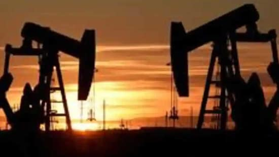 Oil prices have been supported this week by a pledge by Saudi Arabia, the world's biggest oil exporter, to cut output by an additional 1 million barrels per day (bpd) in February and March.(Reuters/ File photo)