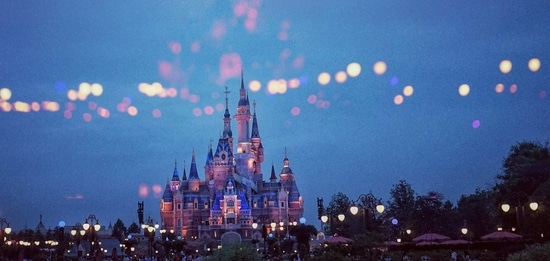 Due to the prevailing conditions in Europe, Disneyland Paris will not reopen on February 13 as initially planned.(Unsplash)