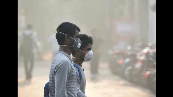 """Delhi's air quality slipped into the """"severe"""" category on Tuesday, for the sixth time this month (Biplov Bhuyan/HT PHOTO)"""