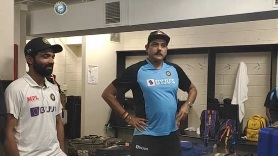Ravi Shastri gives a speech in dressing room,(BCCI/Screenshot)