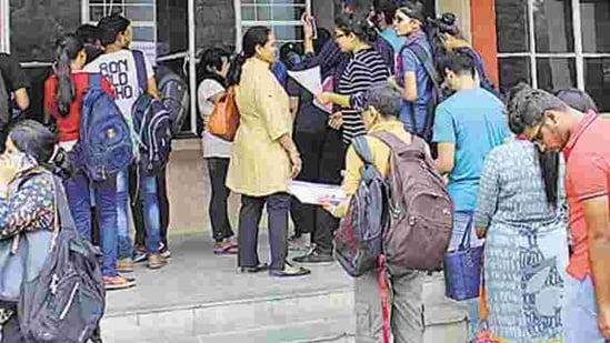 Students at college counter (Anupam Prashant Minz/HT PHOTO)