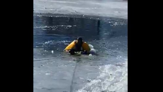 The image shows the firefighter rescuing the dog.(Twitter/@SouthMetroPIO)
