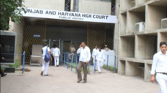 The high court bench allowed a plea of Punjab Police head constable Raghubir Singh, presently posted in the office of senior superintendent of police, who had challenged the denial of pay and promotion as assistant sub-inspector in view of an FIR against him. (HT FILE)