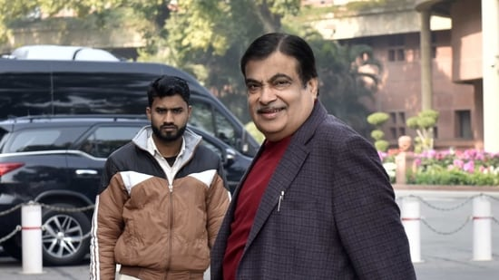 Union minister Gadkari said PSUs will soon settle dues of MSMEs within 45 days of sale.(Mohd Zakir/ Hindustan Times)