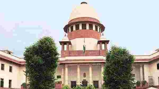 Issuing a notice on Shinde's petition, a three-judge bench headed by Chief Justice of India (CJI) SA Bobde asked the MCGM and its Mayor to respond whether the power to have a Leader of Opposition for the House could be exercised only once during the term of the House. (HT FILE PHOTO).