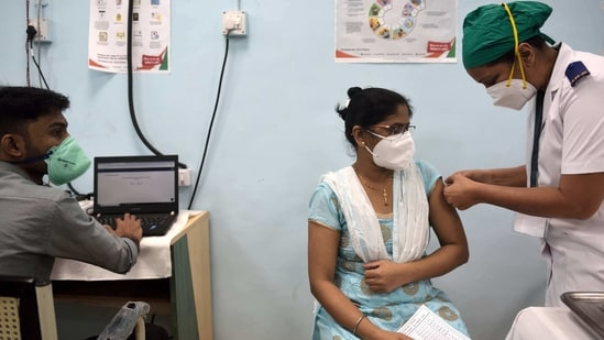 On Thursday, vaccination drives were held in 27 states and union territories covering, a total of 1,92,581 beneficiaries.(Satish Bate/Hindustan Times)