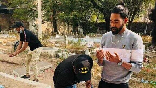 Indian bowler Mohammed Siraj praying at his late father Mohammed Ghaus's grave(ANI/Twitter)