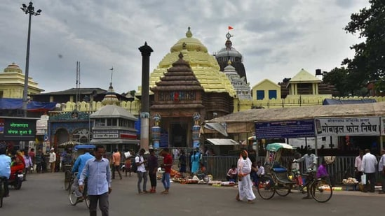 On Thursday, the Jagannath Temple administration waived off the requirement of a Covid-19 negative report for devotees, but made wearing of masks mandatory for those entering the shrine. (HT FILE PHOTO).(HT File Photo)