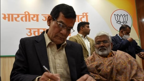 Former IAS officer Arvind Kumar Sharma joins the BJP at party office in Lucknow on January 14.