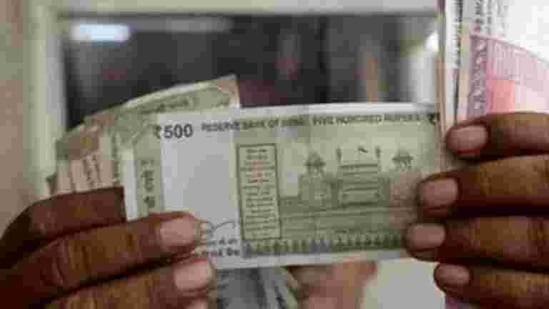 On Thursday, the rupee spurted 24 paise to end at a nearly four-month high of 73.07 against the US dollar.(REUTERS)
