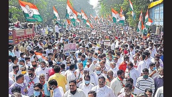 Congress workers take part in a march against Republic TV's Arnab Goswami at Worli on Friday. (Anshuman Poyrekar/HT Photo)