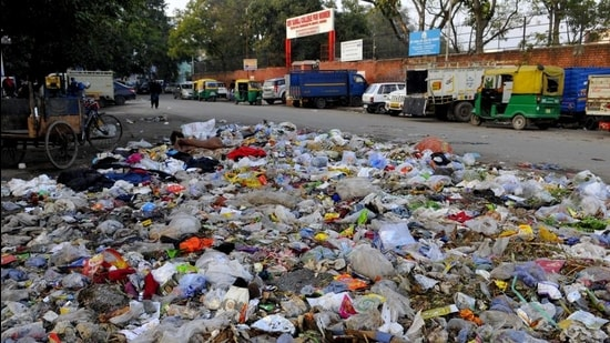 Striking garbage collectors to return to work in Chandigarh