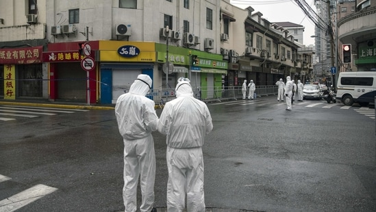Police officers wearing personal protective equipment (PPE) stand guard near the Zhaotong Road neighborhood, placed under lockdown due to Covid-19 cases, in Shanghai, China, on Friday, Jan. 22, 2021. Residents of an area of�Shanghai�have been banned from leaving the city after six Covid cases were found in the finance hub, the first cases there in almost two months. Photographer: Qilai Shen/Bloomberg(Bloomberg)
