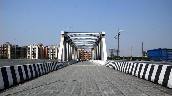 The new Patripool Rail Over Bridge (ROB) will be inaugurated by CM Uddhav Thackeray through a video conference. (Rishikesh Choudhary/HT photo)