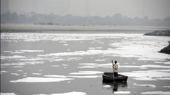 Representational image. A man rows a boat in the heavily polluted waters of the Yamuna River. (Biplov Bhuyan/HT PHOTO)