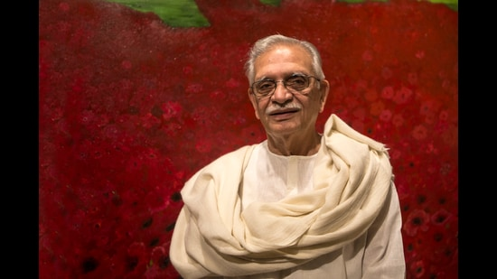 Gulzar's mammoth project, A Poem A Day, an anthology that contains the best names in Indian poetry across languages, is rich and diverse. (Prabha S Roy/HT)