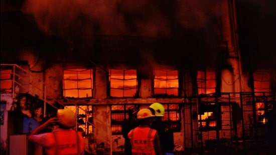 The fire fighters took four hours to douse the fire while cooling operations went on till late in the night. However, no one was injured. (Praful Gangurde/HT photo)