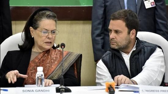 Congress leaders Rahul Gandhi and Sonia Gandhi. (Sonu Mehta/HT PHOTO)