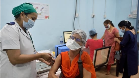 A Covid-19 vaccine shot being administered in Mumbai. (Satish Bate/HT Photo)
