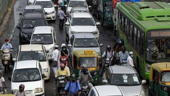 Other roads will be open for regular traffic although there will be restrictions on buses, auto-rickshaws and taxis in certain parts on New Delhi area on Saturday morning until afternoon.(Biplov Bhuyan/HT PHOTO)