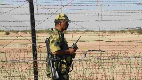 BSF said the Pakistani rangers confirmed that the youth had been detained after crossing over. (Siddharaj Solanki/ Hindustan Times File Photo)
