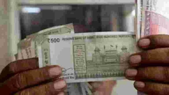 On Thursday, the rupee had settled at 72.99 against the American currency.(REUTERS)