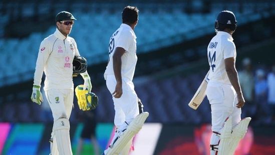 Australia's captain Tim Paine speaks to India's Ravichandran Ashwin and Hanuma Vihari after a draw on day 5 of the third cricket test match between Australia and India at the Sydney Cricket Ground, Sydney, Australia(REUTERS)